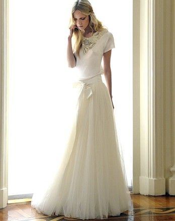 Amazing wedding gown. Simple makes perfect.