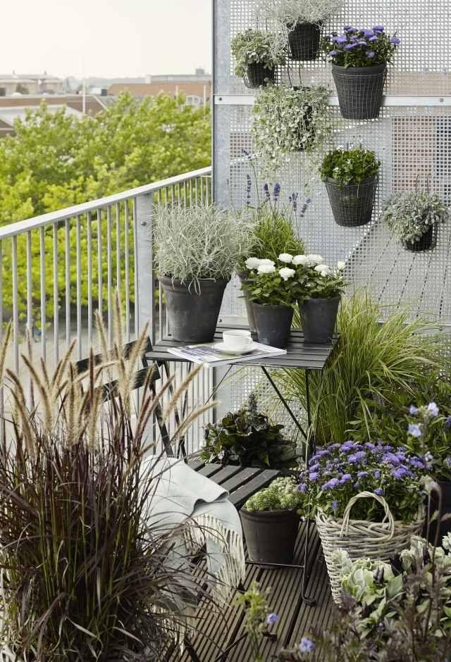 Kleiner Balkon Ideen Skandinavisch Gräser Tisch Pflanzen Vertikal ... Ideen Balkongestaltung Pflanzen