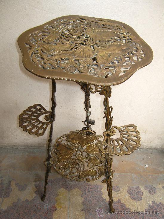 Art Nouveau, impresionante mesa de bronce con motivos florales ...
