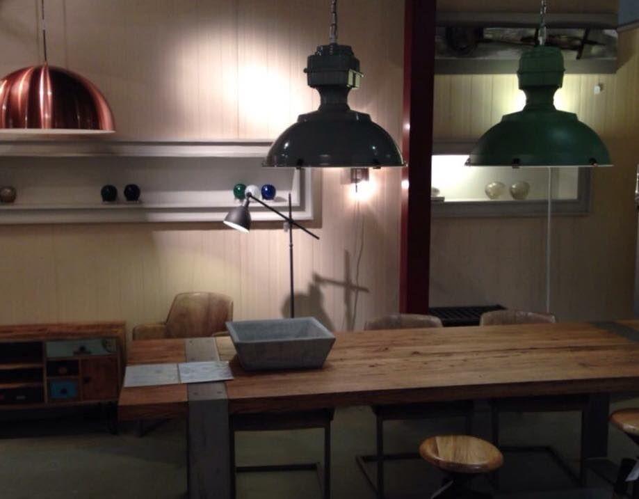 Industriele Lamp Keuken : Hele grote industriele hanglamp voor een grote eettafel in w