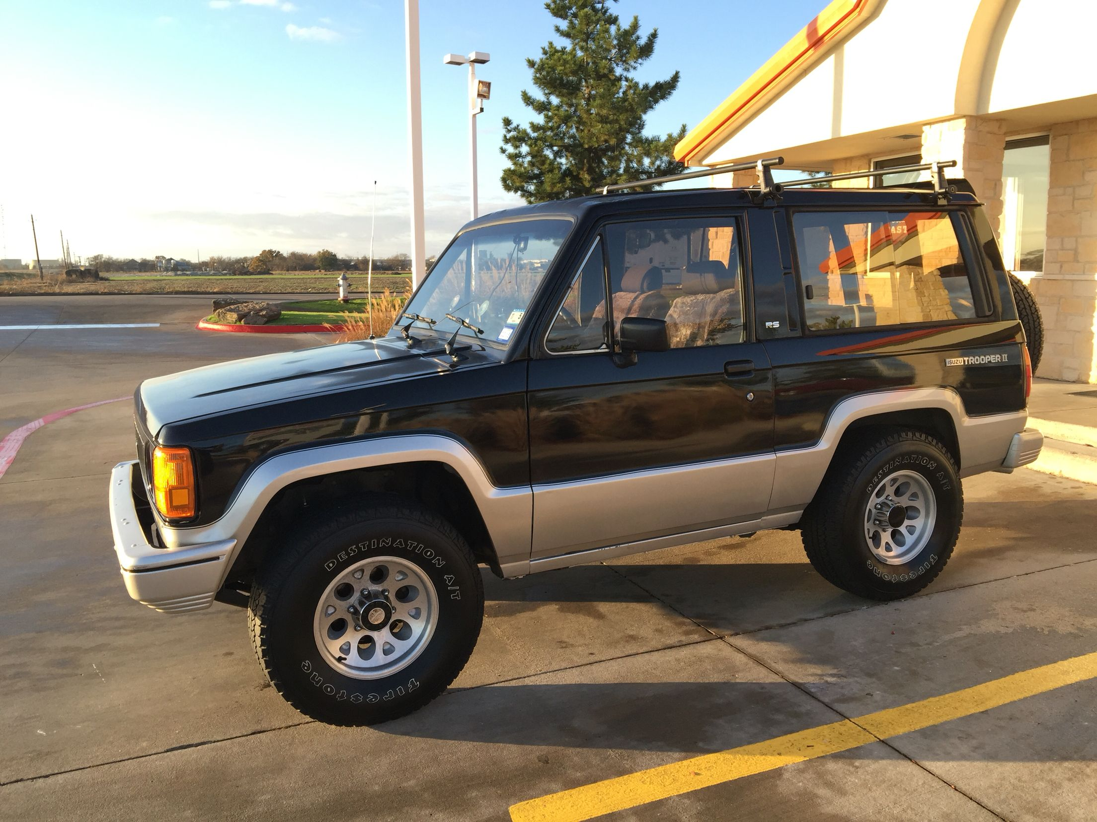 1989 isuzu trooper rs in front of a whataburger! | trooper indonesia