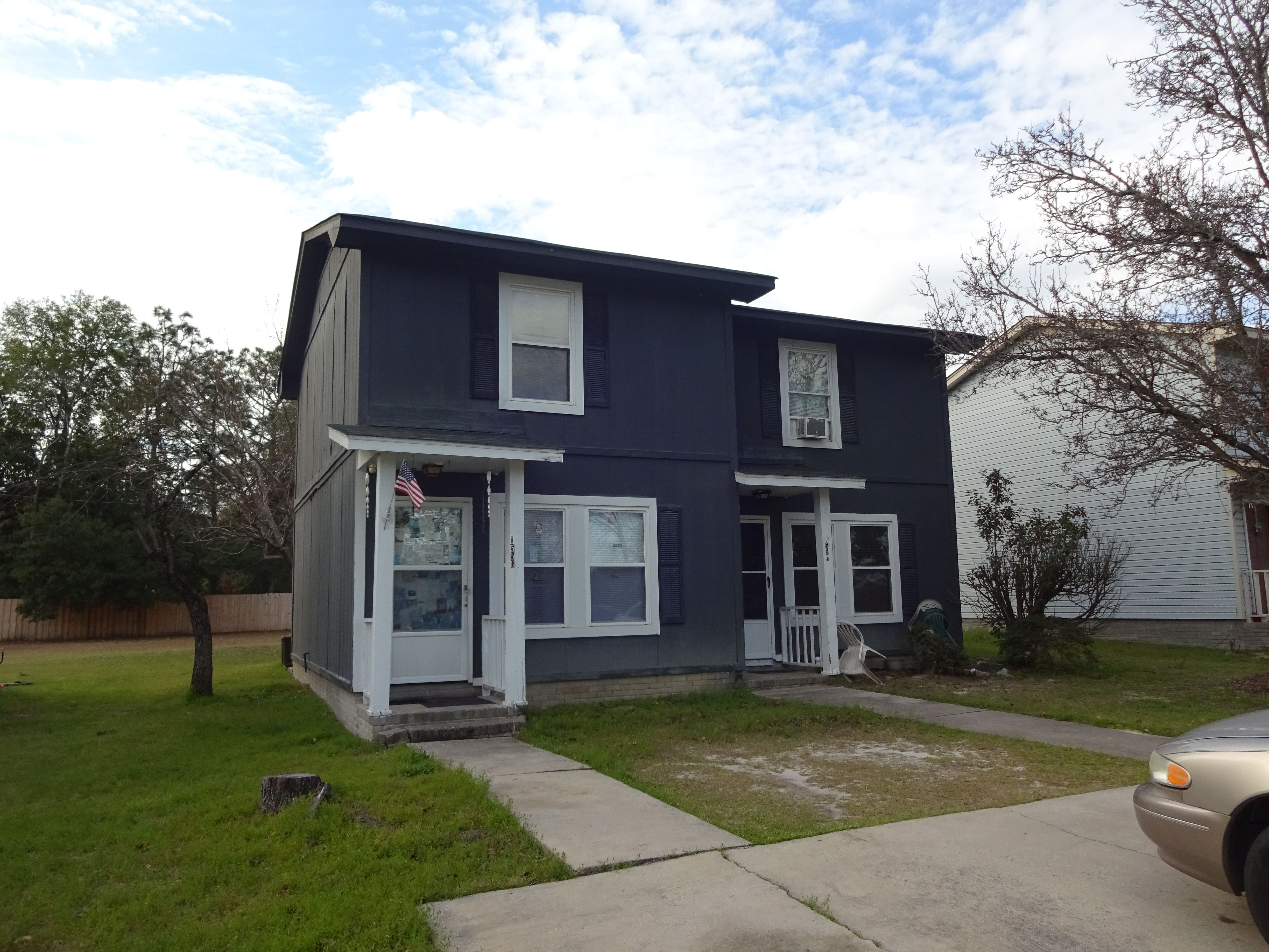 Great duplex with 2 bedrooms and 1.5 bathrooms on each
