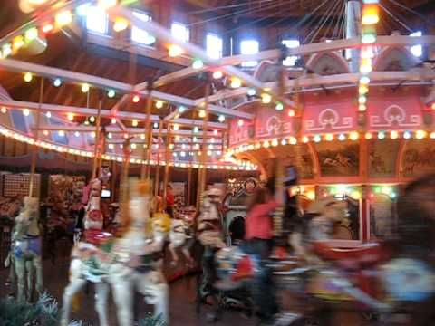 I love love love vintage carousels like this one. Brings me back to when I was a little kid!