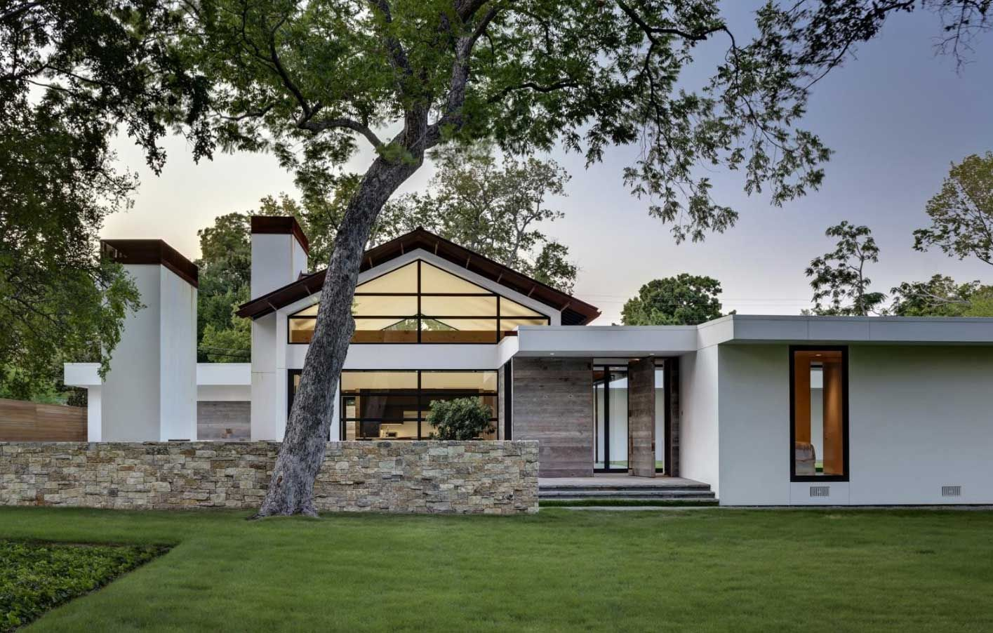 Modern Ranch Style Homes With White Wall Color Stucco Homes