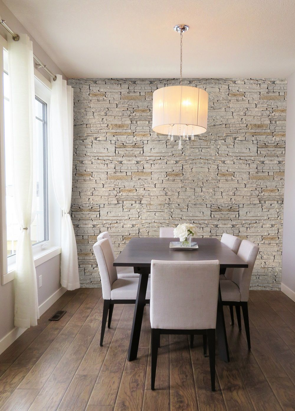 Una sala da pranzo elegante e raffinata, impreziosita dalla ...