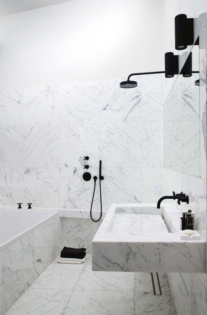 Marble Bathroom With Black Lights And Fixtures Marble Bathroom Bathroom Inspiration Beautiful Bathrooms