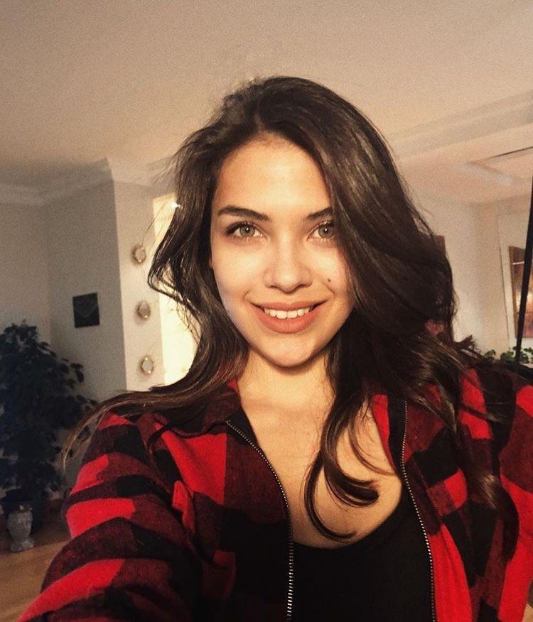 Pin By Sawsan Arauor On Beautiful Girl Turkish Women Beautiful Turkish Beauty Beauty