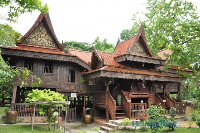 Thai traditional houses have been built with prefabricated for Traditionelles haus bali