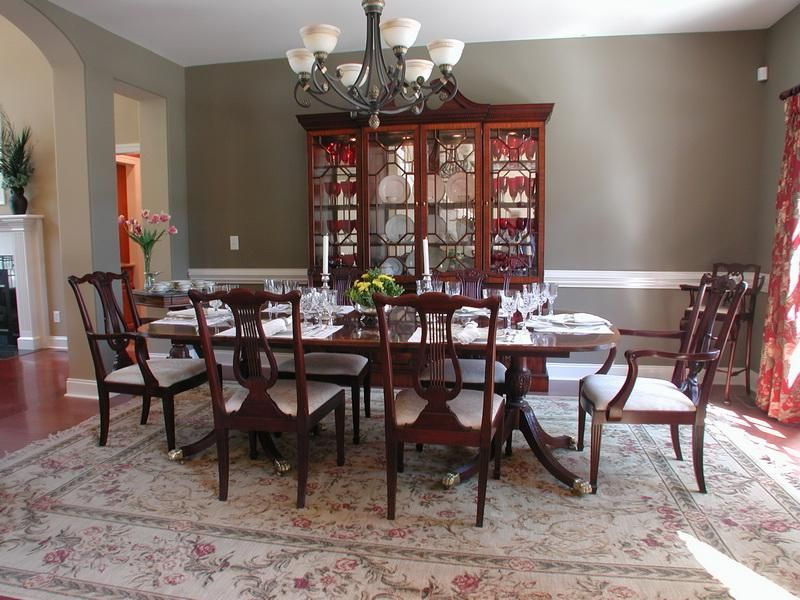 Pictures of dining tables decorated formal dining room for Formal dining table centerpiece