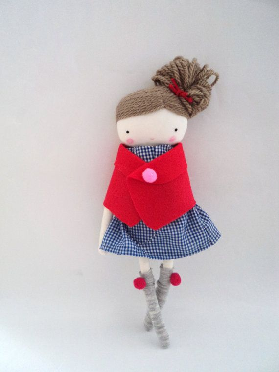 Lili muñeca de tela muñeca de trapo con capa por lassandaliasdeana