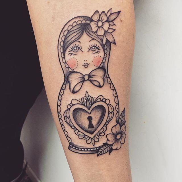 60 tatuagens perfeitas da tradicional boneca russa matrioska tats pinterest tatouage. Black Bedroom Furniture Sets. Home Design Ideas