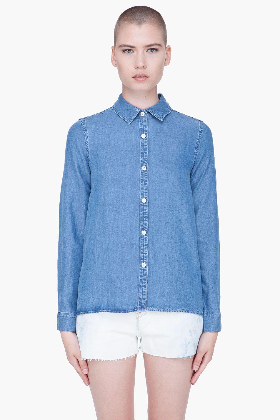 O jeans claro é tendência do próximo verão.