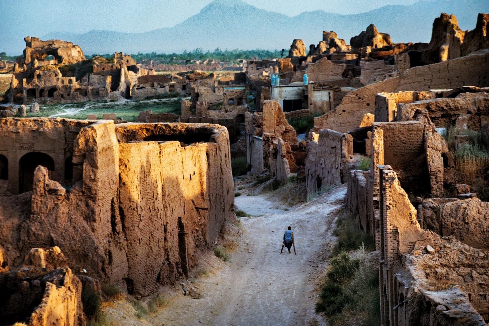 See The Beauty And Brutality Of Life In Afghanistan Afghanistan Culture Afghanistan Steve Mccurry
