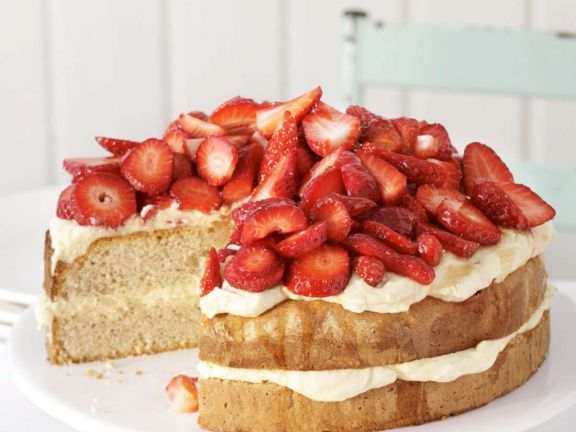 Erdbeer-Vanilletorte ist ein Rezept mit frischen Zutaten aus der Kategorie Beerenkuchen. Probieren Sie dieses und weitere Rezepte von EAT SMARTER!