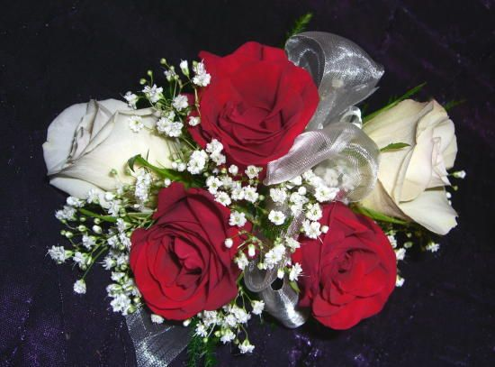 White roses with baby's breath-6645