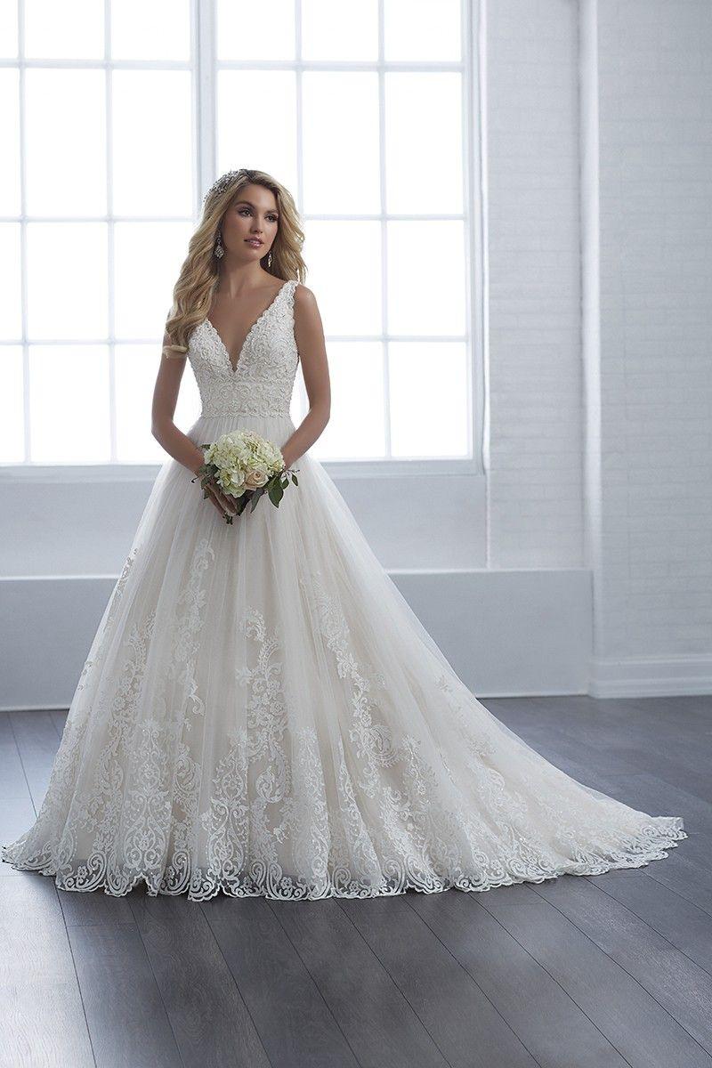 15653 A Line Wedding Dress By Christina Wu Brides Weddingwire Com Dream Wedding Dresses Christina Wu Wedding Dress Ball Gowns Wedding [ 1200 x 800 Pixel ]