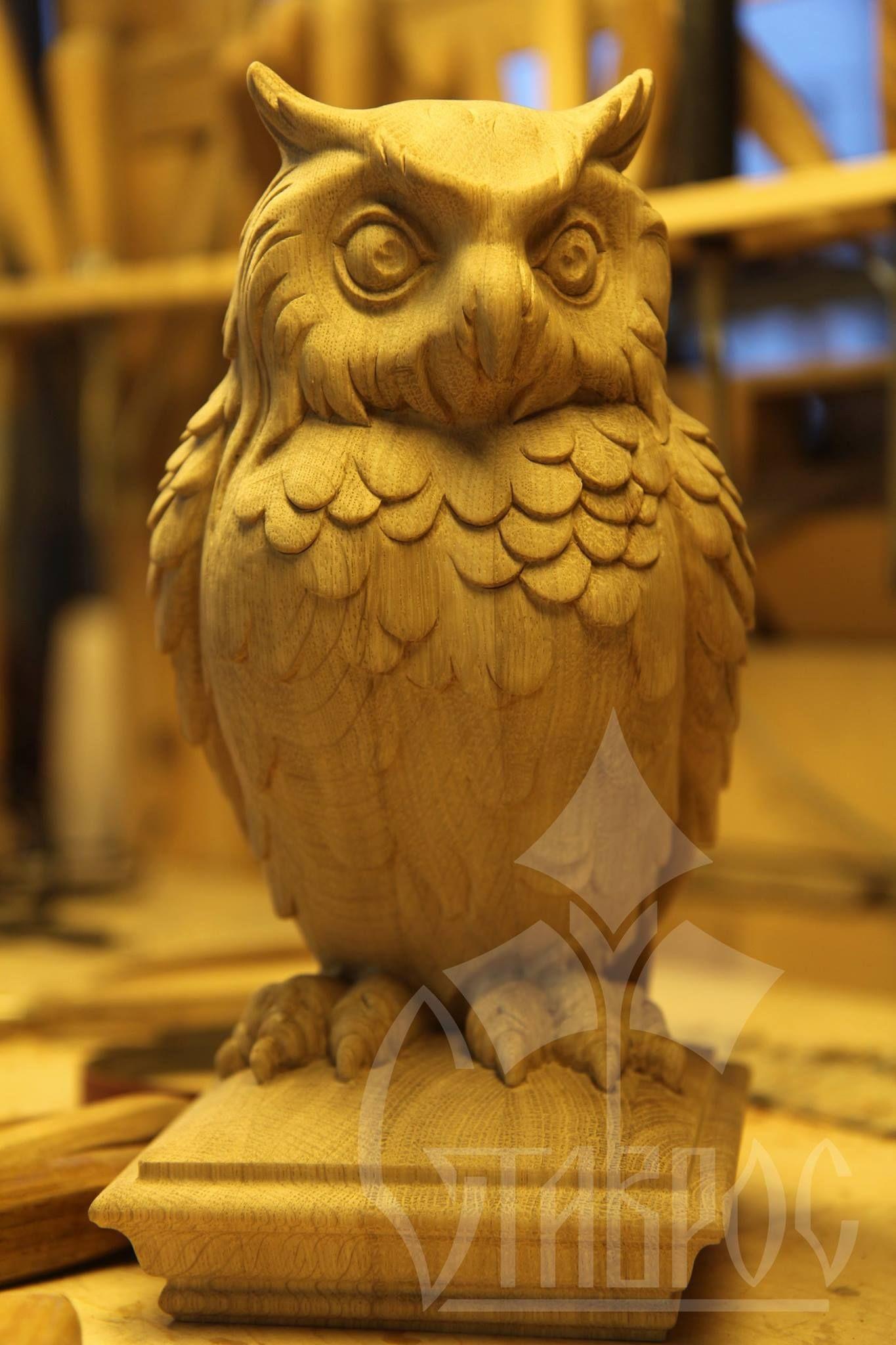 Навершие лестничного столба l виде совы carved
