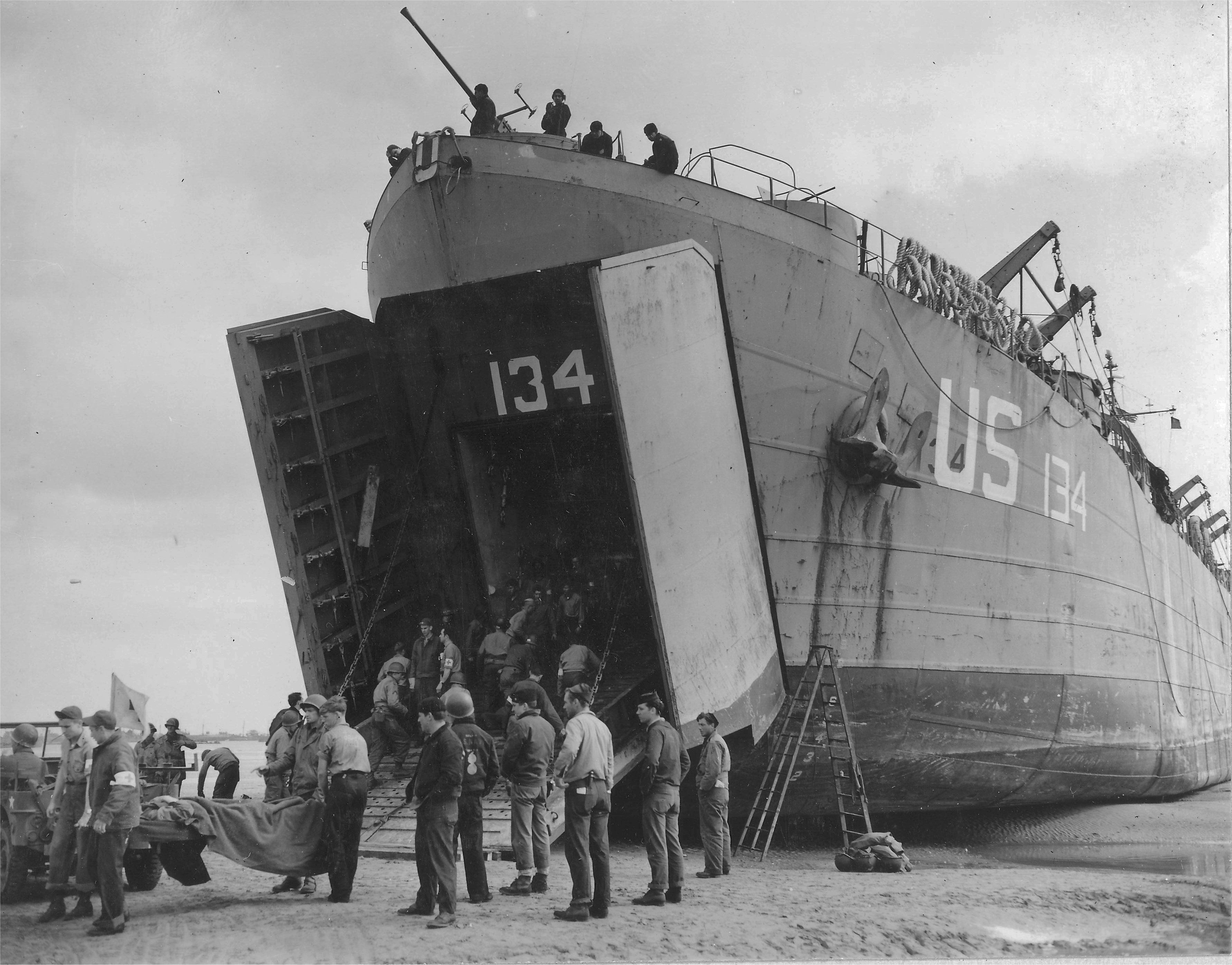 Photo Us Navy Lst 134 And Lst 325 Beached At Normandy France As