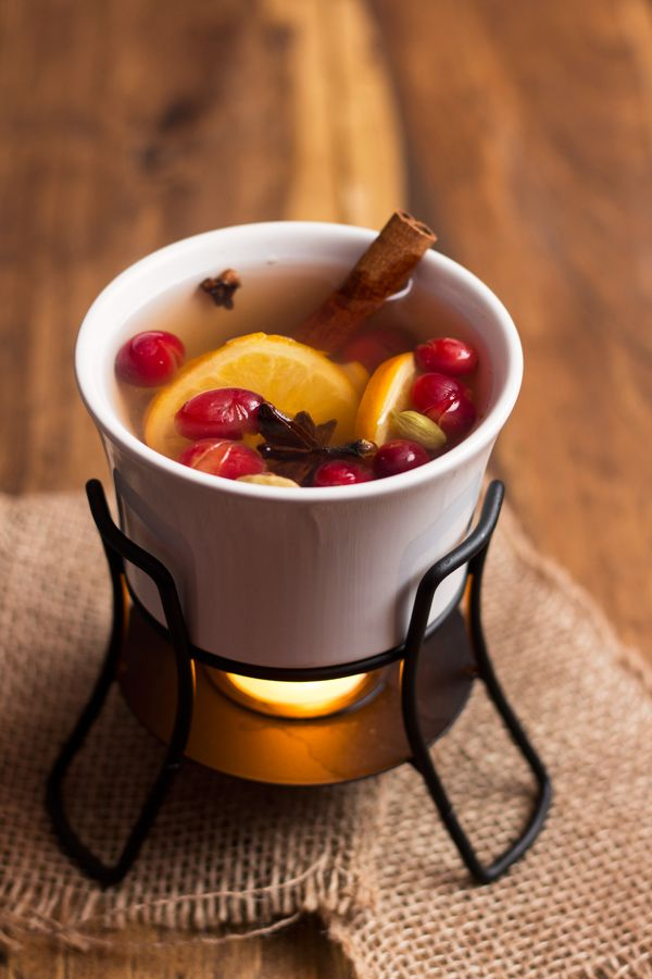 Need a festive scent in a pinch? Try these holiday simmering spices that use oranges, cranberries and an assortment of spices.