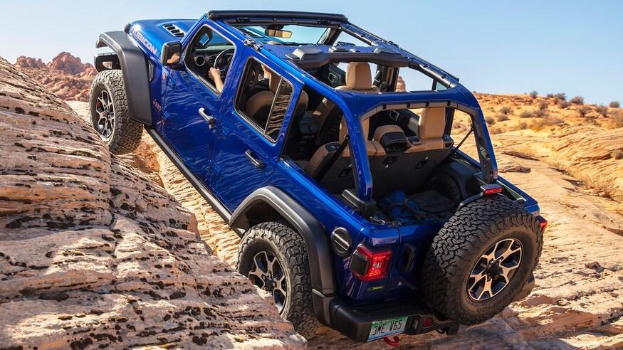 2020 Jeep Wrangler Ecodiesel Vs 2 0 Turbo Comparison Which Jeep