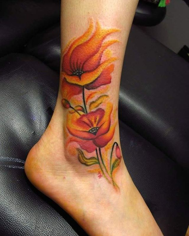Divertidísima sesión!!! Espero que os guste :-) #tattoo #colortattoo #colortattooart #flowertattoo #watercolor #flowers #watercolorflowers #watercolortattoo #amapolas #tatuaje #tattooartist #eternalink #tattooed #tattoolife #tattooart #tatuagem #retrotattoo #ink #inked #inklife #inktattoo #foottattoo