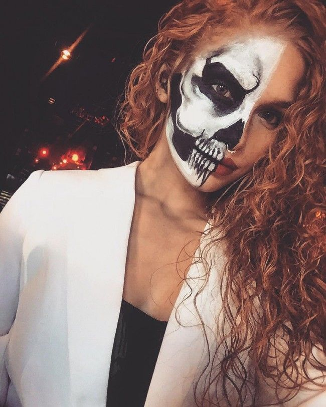 16 Amazing Curly Halloween Costume Ideas Red Hair Halloween Costumes Curly Halloween Costume Halloween Costumes Redhead
