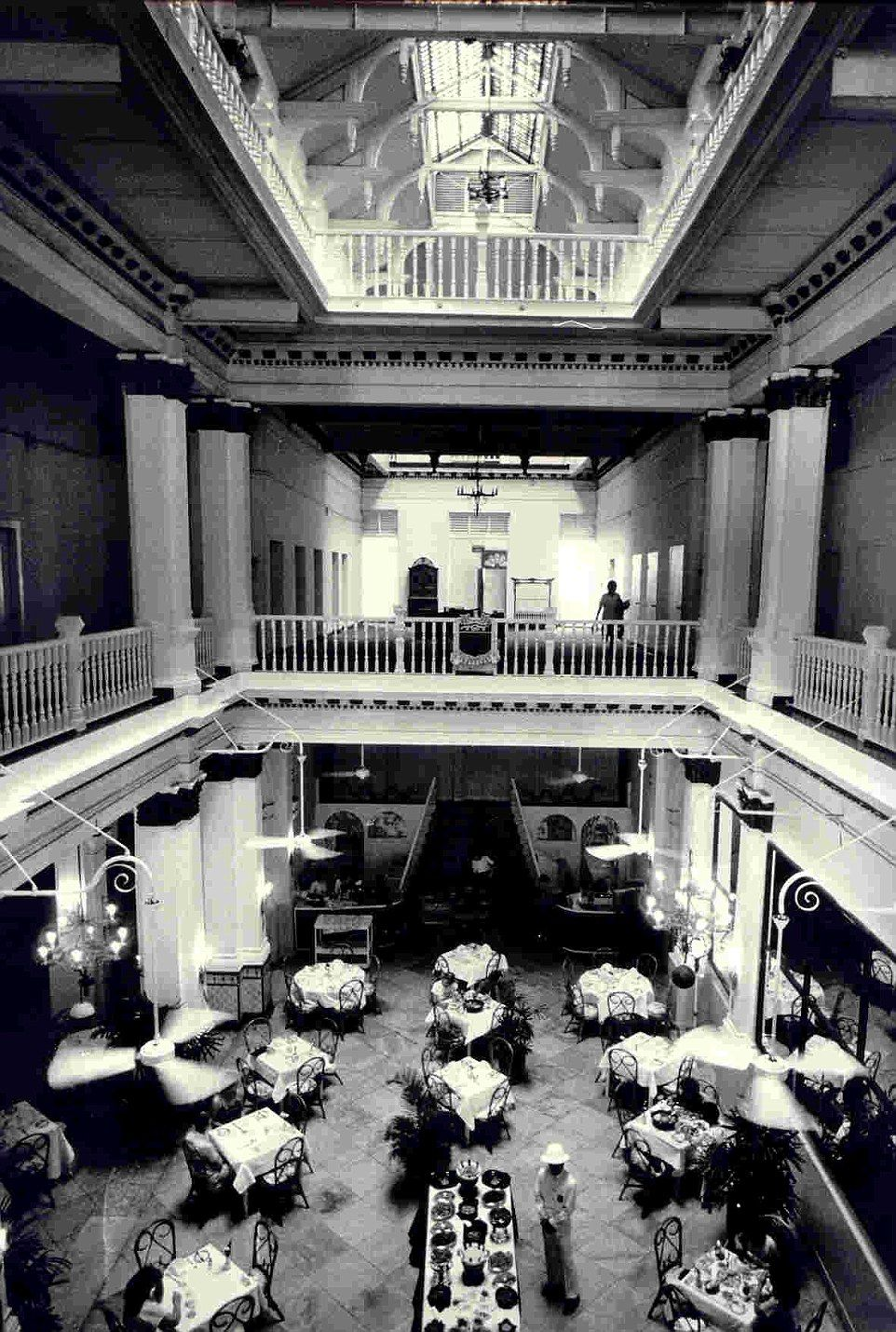 A Look Inside Singapore S Infamous Raffles Hotel Since 1887 Singapore Photos Colonial Life History Of Singapore