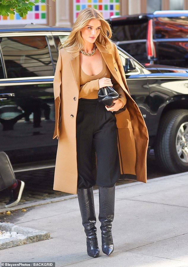Rosie Huntington-Whiteley goes braless as she steps out in NYC – moda