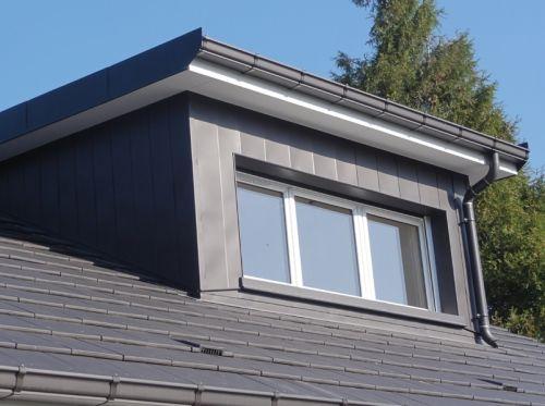 Habillage complet de lucarne en zinc anthracite avec for Type de lucarne de toit