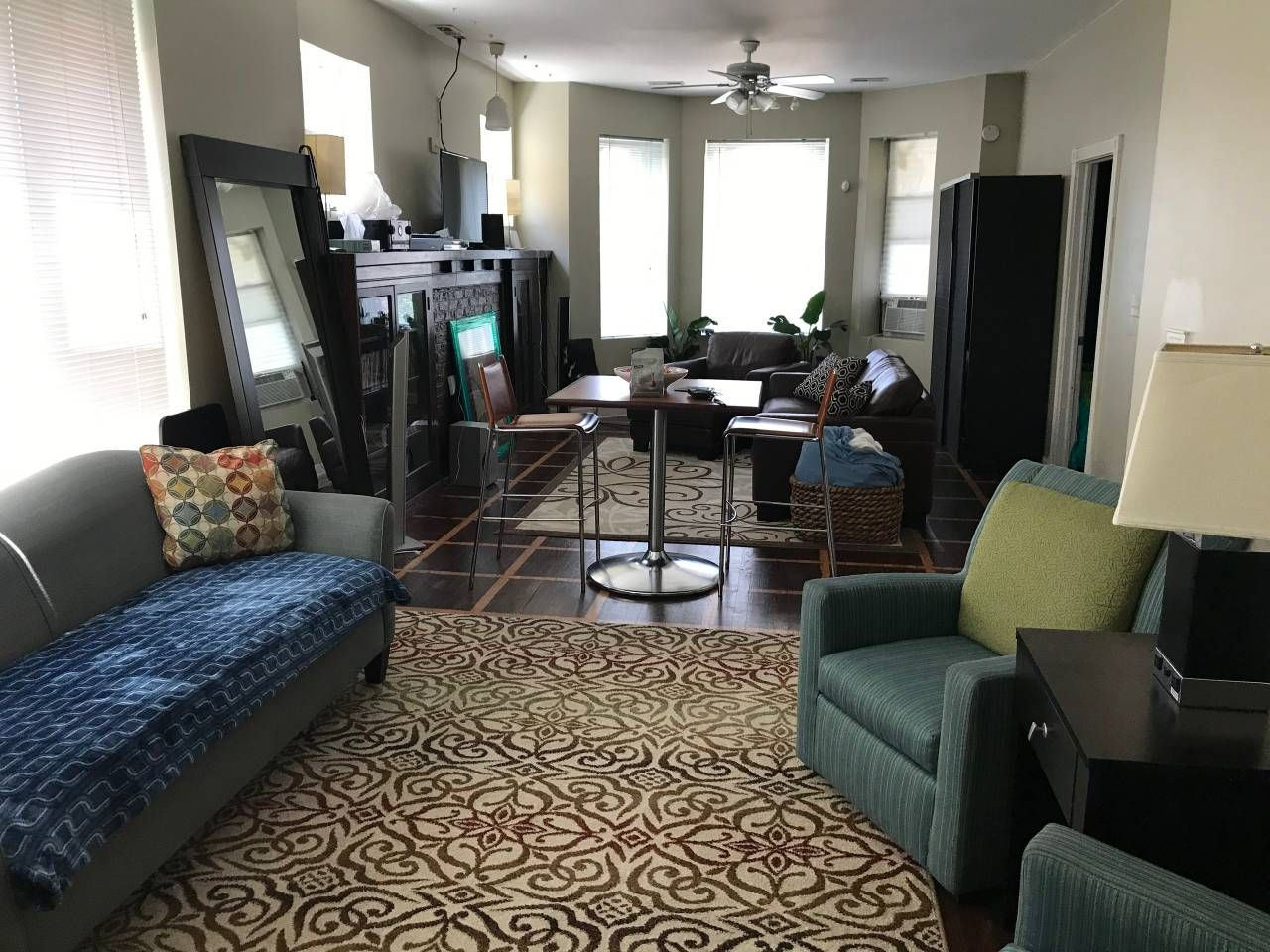 Beautiful 3 Bedroom Apt Woodlawn Hyde Park Area Apartments For Rent In Chicago Illinois U Chicago Apartments For Rent Apartments For Rent Chicago Apartment