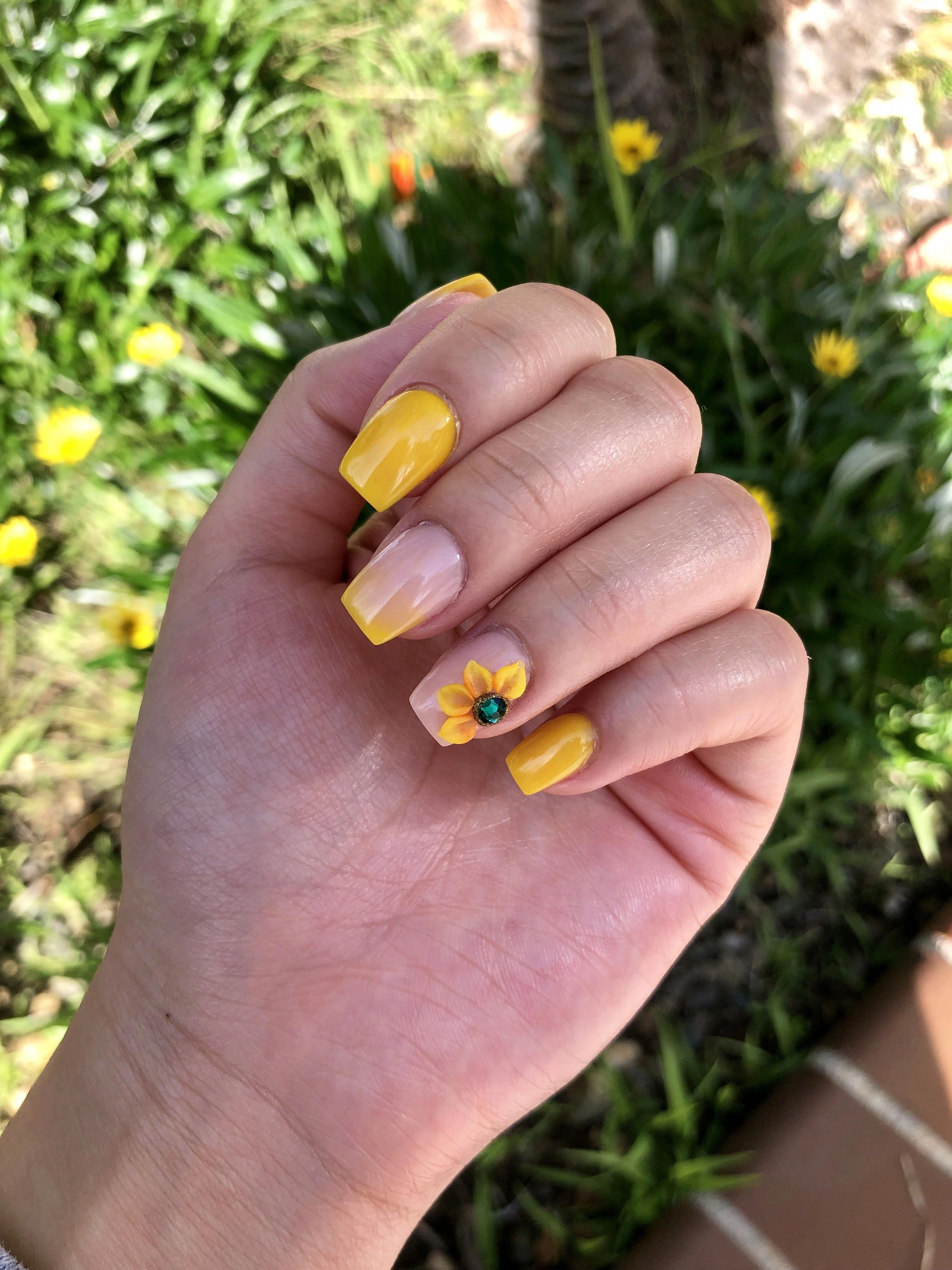 yellow ombré sunflower nails😍 nailscoffin in 2020