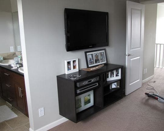 The No Cost Way To Mount A Flat Screen Tv Apartment Therapy