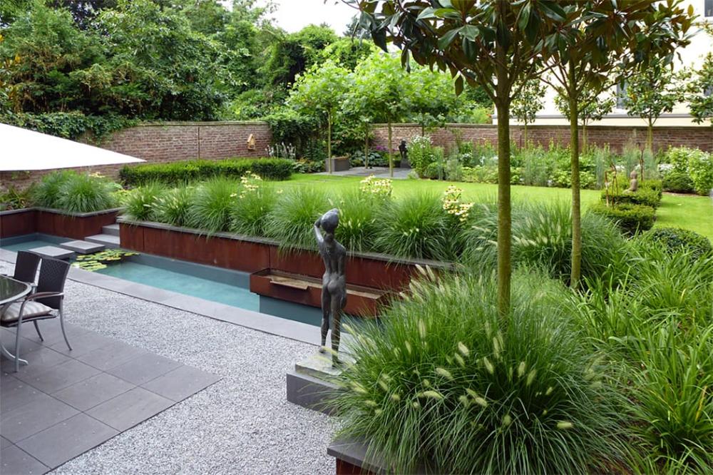 Blick Von Der Tiefer Liegenden Terrasse Zum Schattensitzplatz Im Hintergrund Moderner Garten Von Terram Gartengestaltung Moderner Garten Landschaftsarchitektur