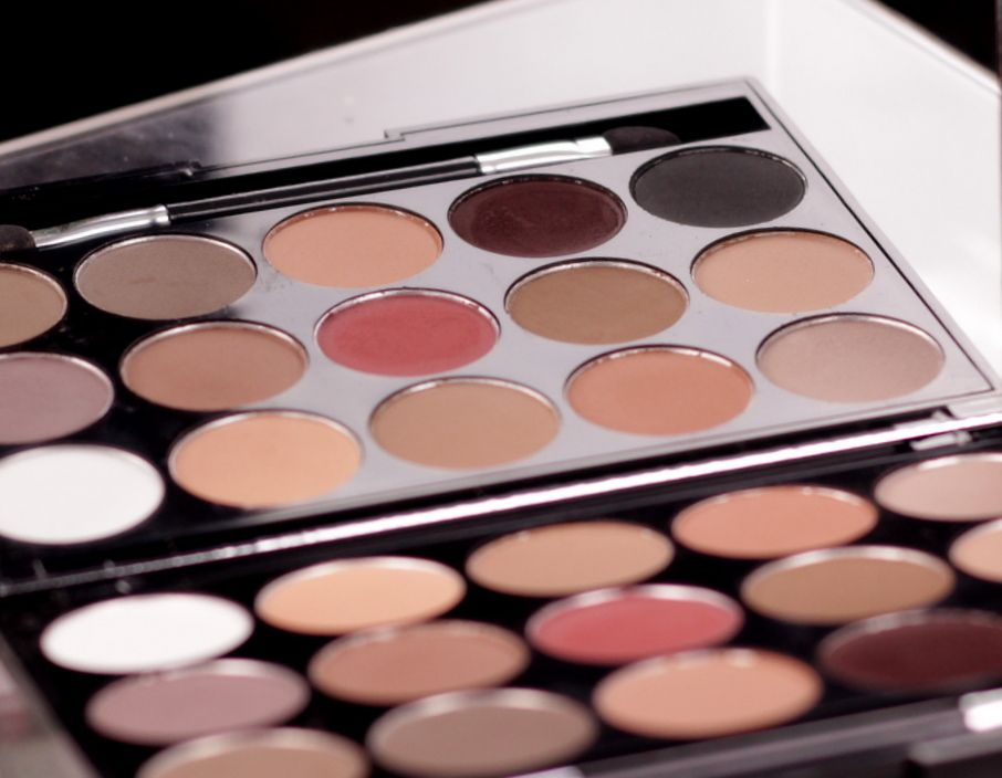 DANNI 15 COLORS EYESHADOW PALETTE - EINFACH INA