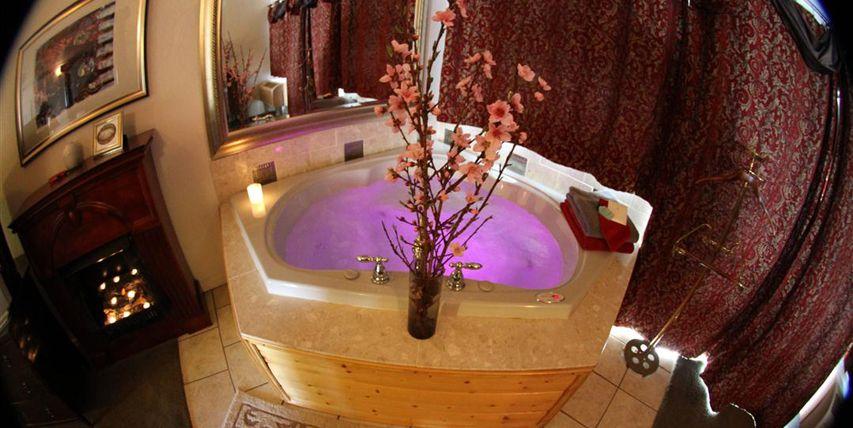 Sulphur Ok Echo Canyon Spa Resort Offers The Finest Elegant Accommodations A Full Service 5000 Sq Ft Spa 5 Star Dini Destination Spa Best Spa Resort Spa
