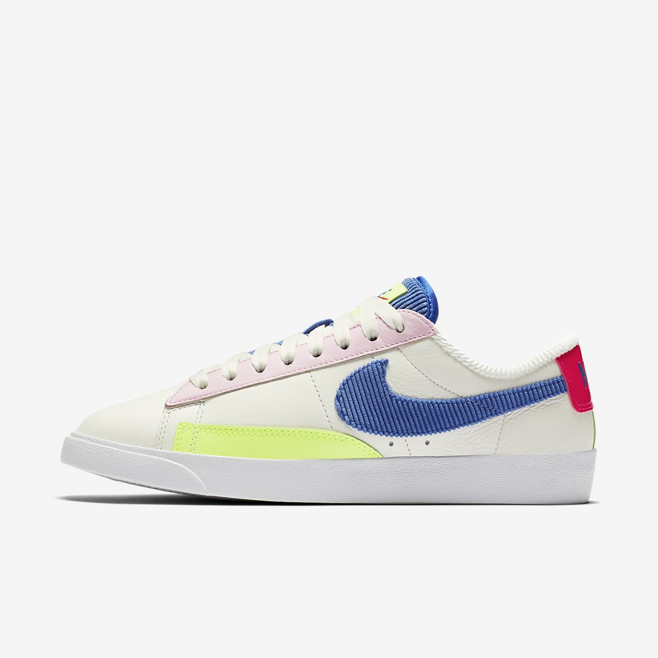 pretty nice add14 ea139 Chaussure Nike Blazer Low pour Femme Nike Blazers, Trainers, Kicks, Nike  Shies,