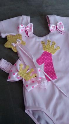 Body tipo bailarina customizado com aplique em tecido. <br>Consulte opções de cores, tamanhos e personagens.