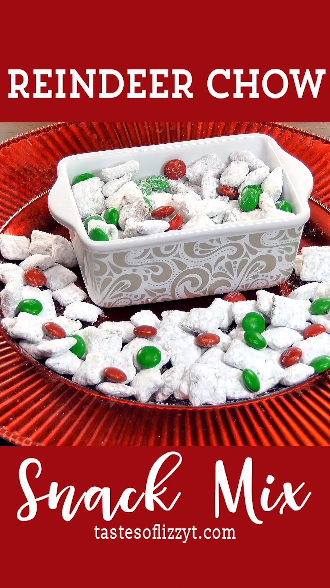 Make sure Santa stops at your house by attracting reindeer! This Reindeer Chow recipe turns the classic muddy buddies puppy chow into a Christmas treat that the kids will love. #reindeer #christmas #santa #chocolate #appetizersforchristmasparty