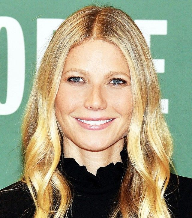 Loving Gwyneth Paltrow's loose, beachy curls and glossy pink lips