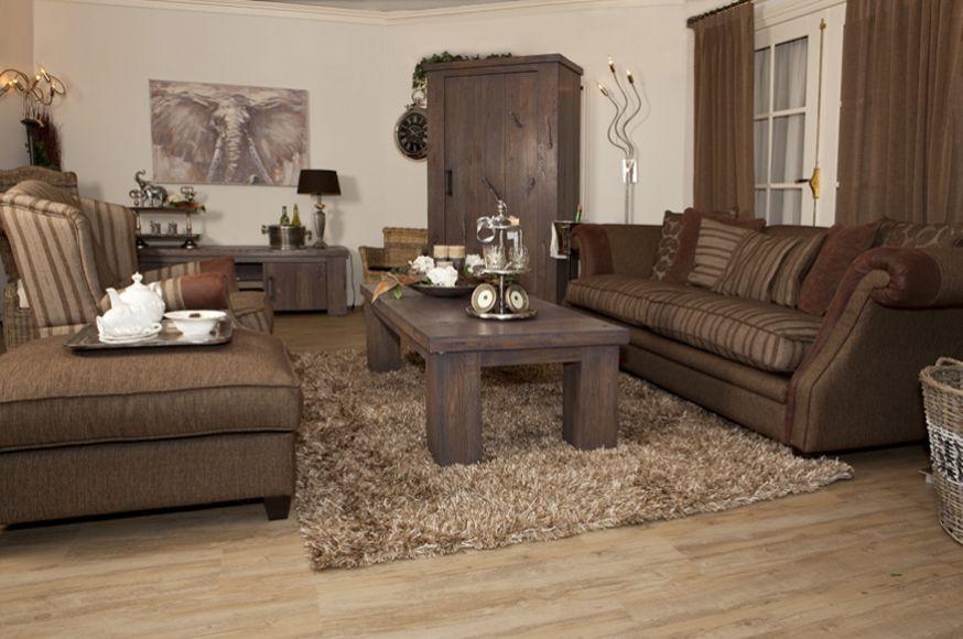 Landelijk Wonen Meubels : Landelijk wonen met eikenhouten meubelen en comfortabele banken