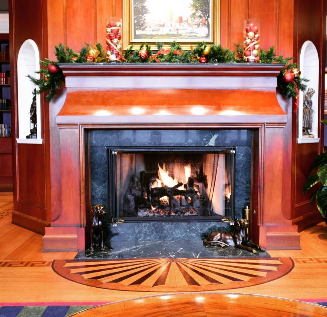 Cincinnati's weather today is frightful but our fireplace is always so delightful. Come in for lunch & warm yourself up! #MetClubCov