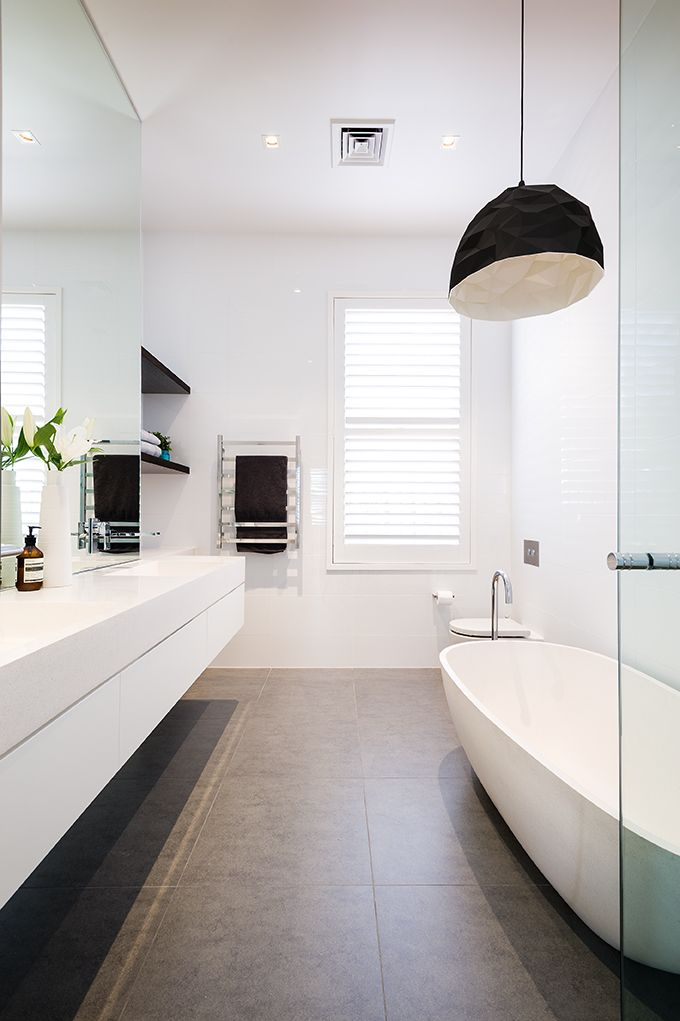 Modern black and white bathroom which features the Pastille vanity and Haven 30mm bath. #apaiser #bathware #blackandwhite #vanity