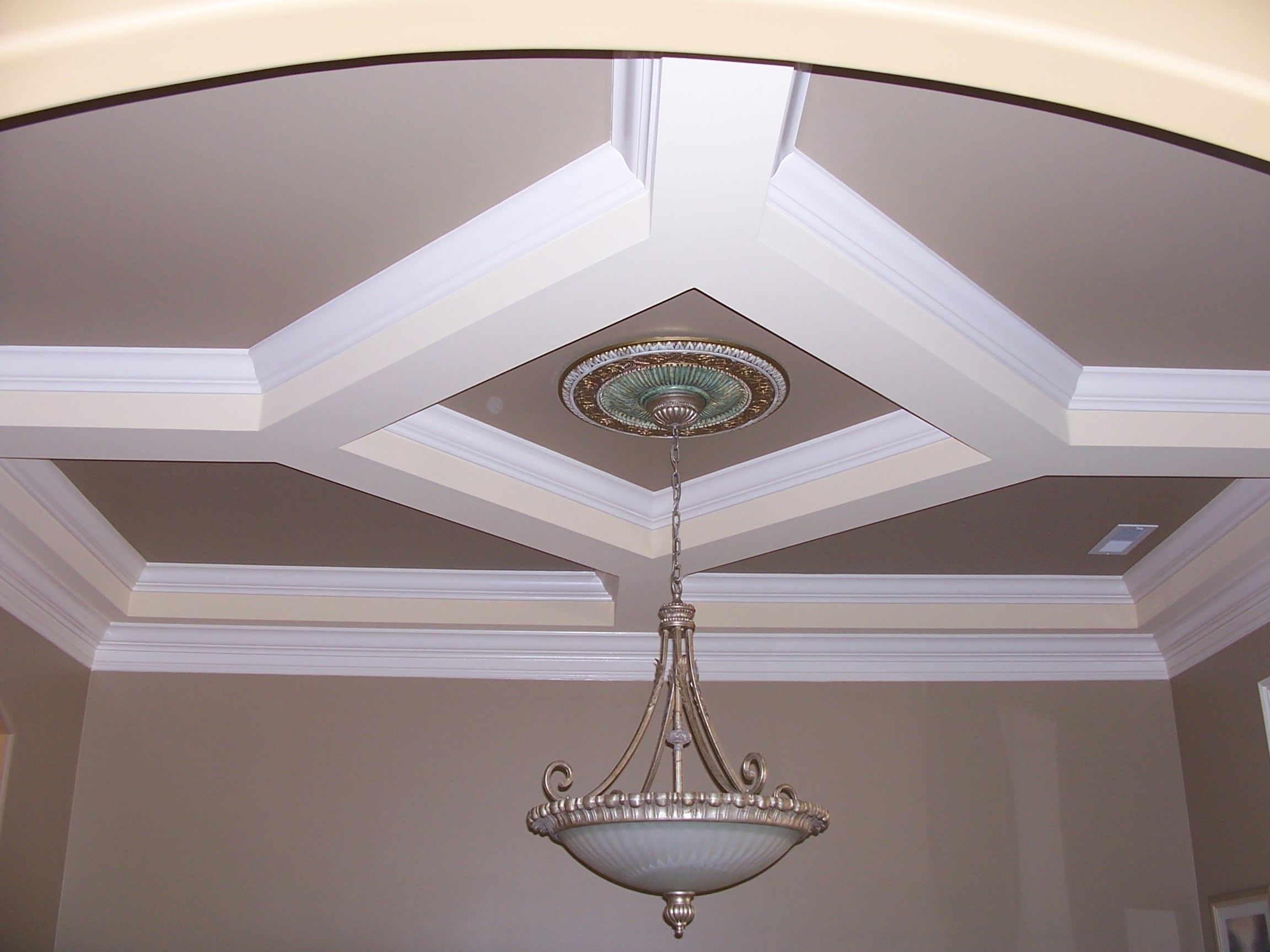 Tray ceiling tray ceiling design ideas 6 ceilings for Ceiling styles ideas