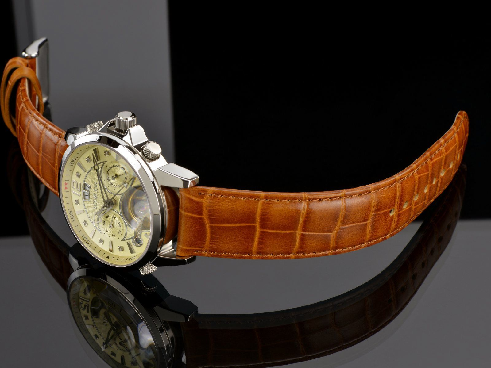A very sophisticated version of the ATHOS series featuring a noble champagne colored dial with 8 diamonds.