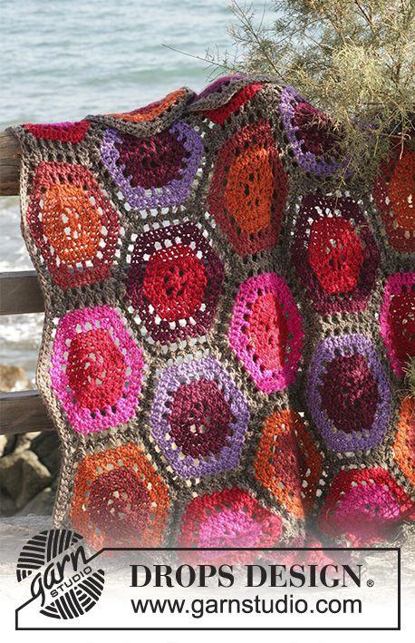 Manta de ganchillo DROPS en Eskimo hecha en 6 paneles hexagonales ...