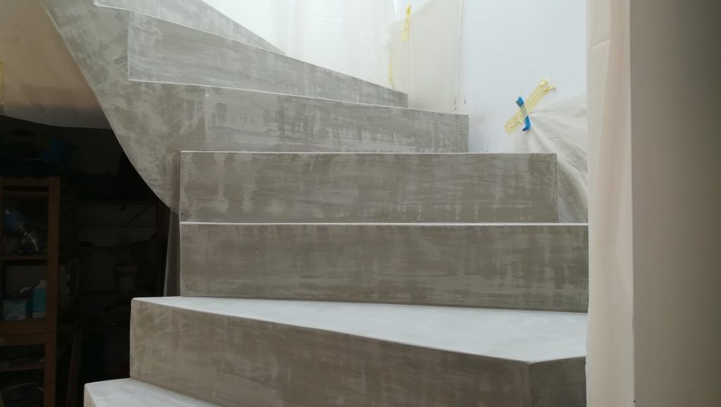 Transformer Un Escalier En Beton Brut En Finition Lisse Et Verni