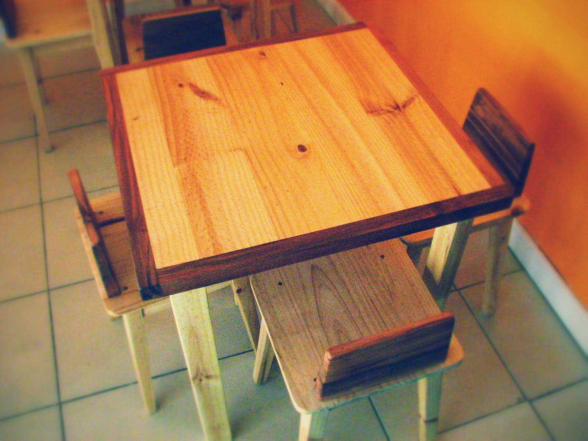 Mobiliario construido en madera de pino insigne y detalles en madera ...