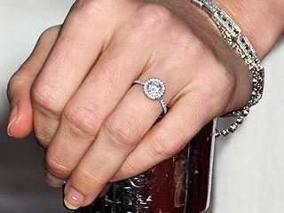 ff8d1a0fb0a3b 1 carat round diamond with halo and thin band (on Amy Adams  left fourth  finger!)