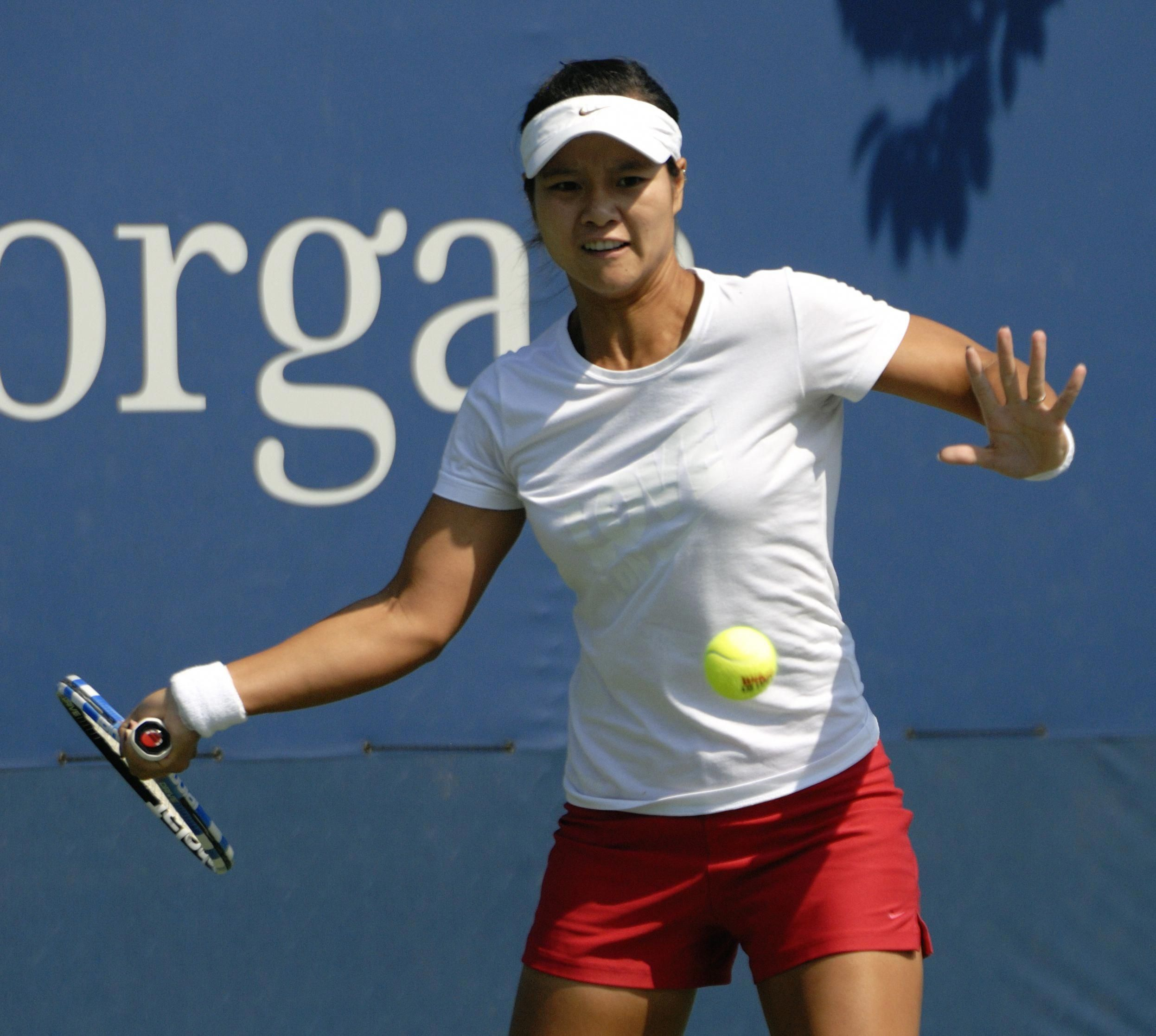 Li Na Is A Chinese Professional Tennis Player Who Is Currently Ranked World No 2 By The Women S Tennis Association Play Tennis How To Play Tennis Tennis Games