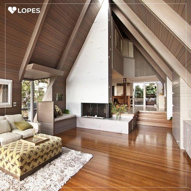 Os pisos laminados são mais modernos e combinam com qualquer decoração. Além de serem uma boa alternativa ao piso de madeira maciça porque misturam em sua composição outros materiais que diminuem o seu custo, sem perder a beleza.